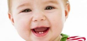متى تبدأ أسنان الرضيع بالظهور .. وهل هي أصعب مراحل نمو الأطفال