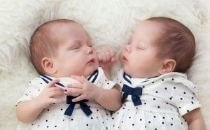 اعراض الحمل بتوأم ذكور في الشهر الخامس