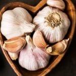 فوائد الثوم على الريق للشعر والصحة