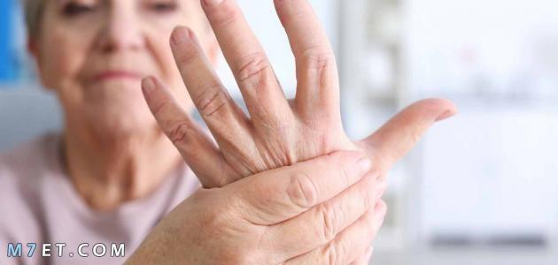أسباب الرجفة في اليدين