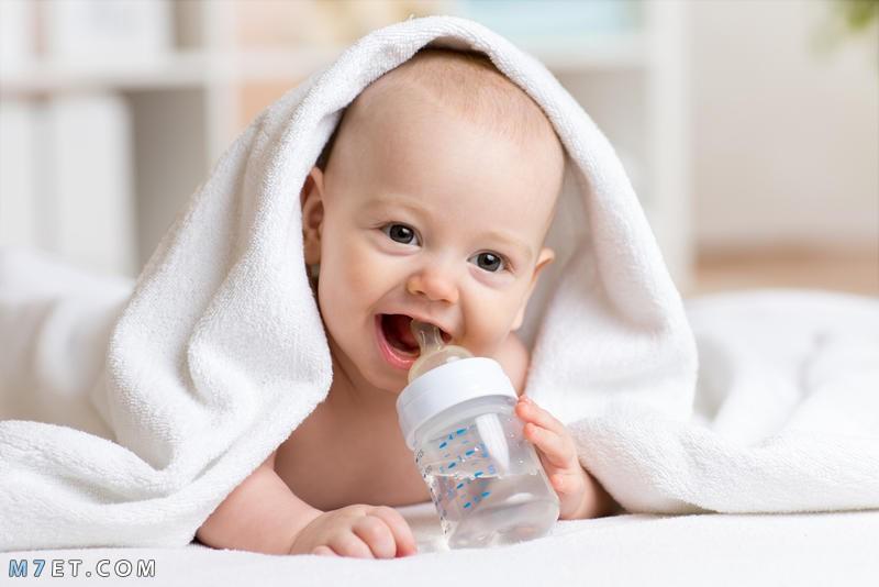 اضرار شرب الماء للطفل الرضيع
