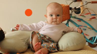 Photo of متى يجلس الطفل لوحده وأشهر أسباب لتأخر جلوسه