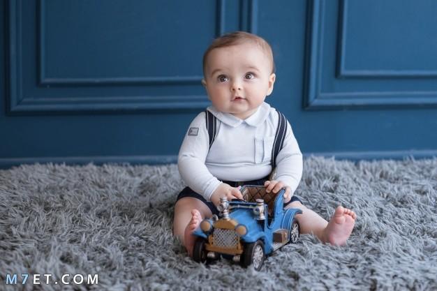 متى يبدأ الطفل يجلس