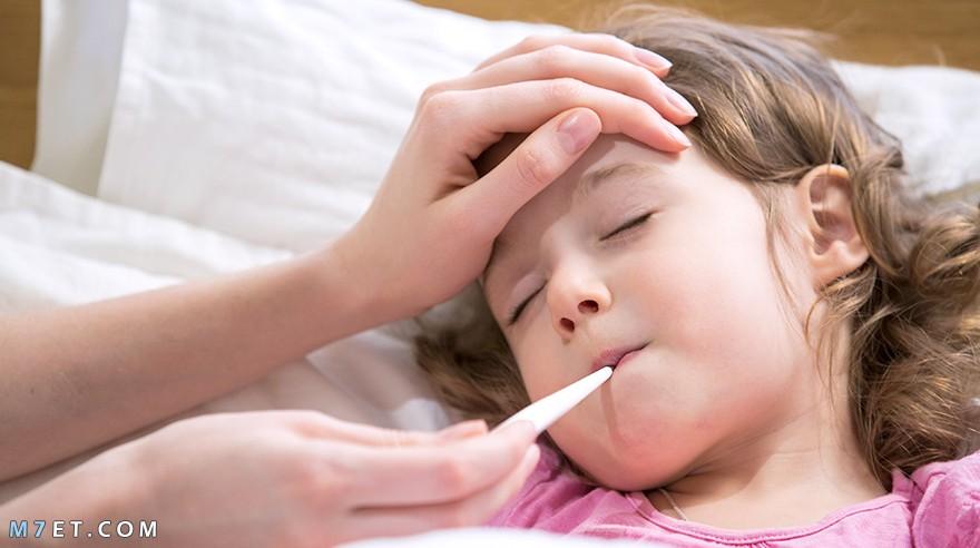 تسهر الأم على راحة أبنائها إذا مرضو