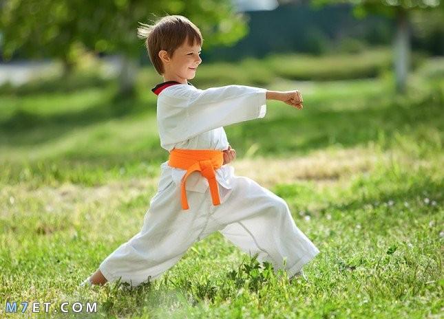 كيف اعلم طفلي الدفاع عن نفسه