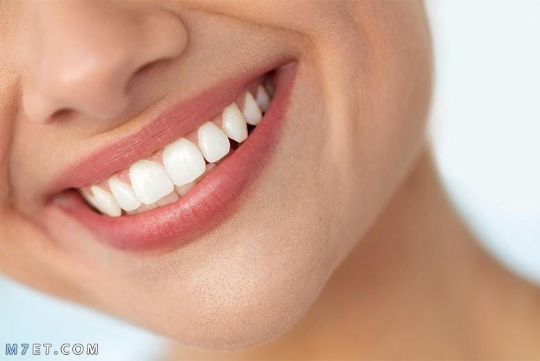 كيفية تبييض الأسنان طبيعيًا