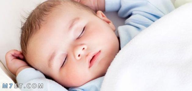 عدد ساعات نوم الرضيع الكافية له