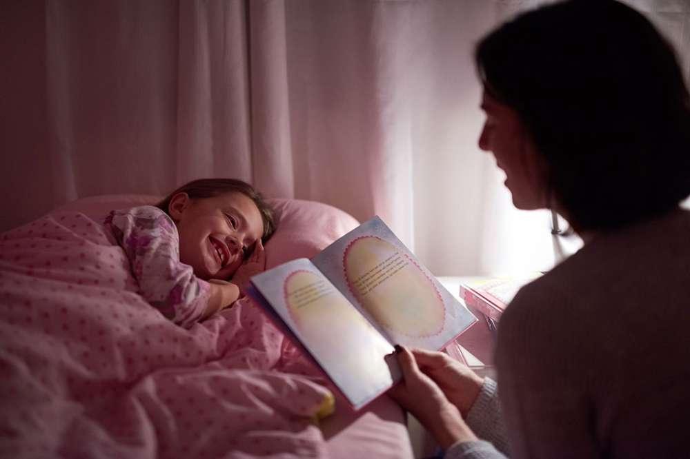 يمكنك قراءة قصص لطيفة لطفلك