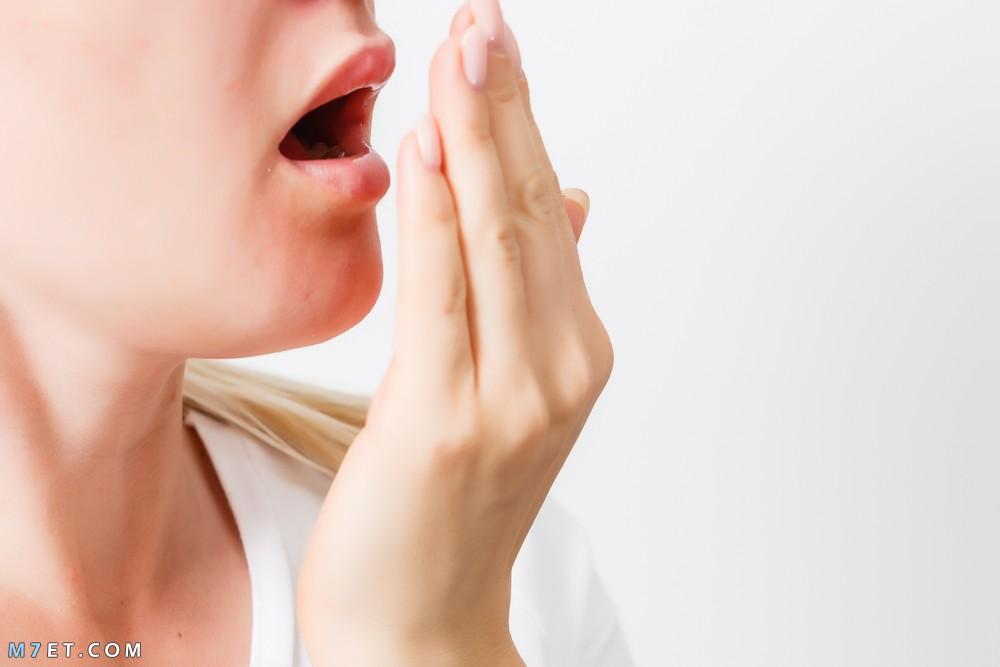 اسباب رائحة الفم والتخلص منه