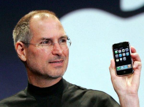 ستيف جونز اول جهاز ايفون