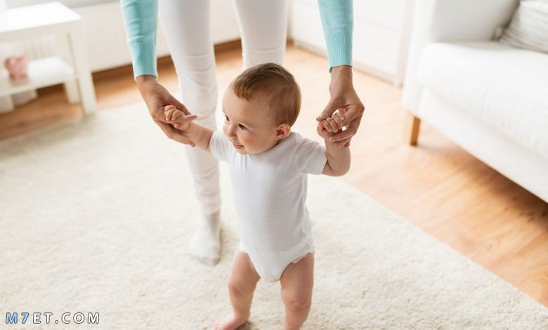كيف اساعد طفلي على المشي