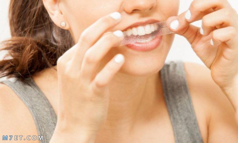 طريقة استخدام لصقات تبييض الأسنان