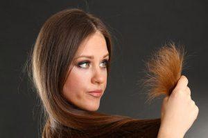 الفرق بين تقصف الشعر وتشققه