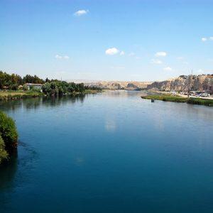 كم دولة يمر بها نهر الفرات