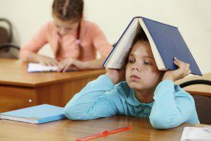 أسباب التأخر الدراسي عند المراهقين وأعراضه